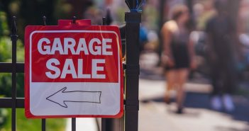 garageverkoop yard sale garage sale